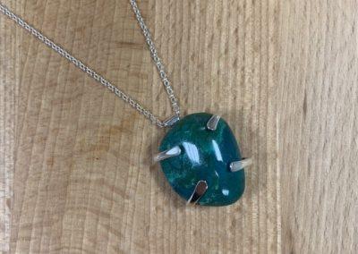 Green claw set pendant