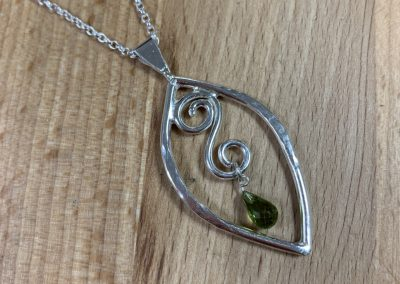 Silver swirl peridot pendant