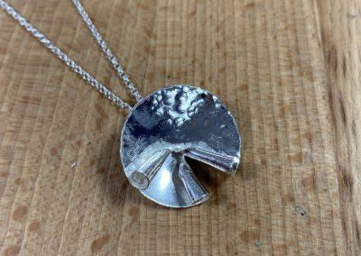 Silver swirl pendat