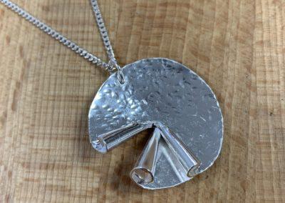 Silver swirl pendant
