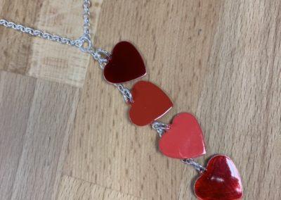 Jewellery using ef color enamel